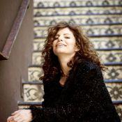 Débora Bloch sobre estar solteira: 'Não significa que não está beijando na boca'