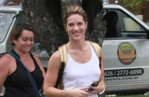 Giovanna Ewbank usa blusa decotada nas costas depois de filmagem no Rio