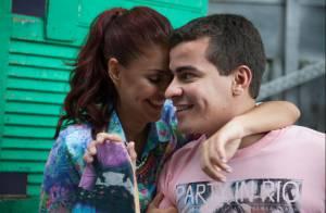 Paloma Bernardi e Thiago Martins posam para ensaio no Morro do Vidigal