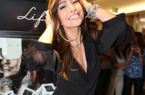 Sabrina Sato exibe decote generoso e pernões em evento de joalheria em SP