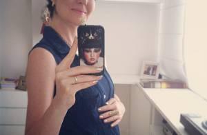 Larissa Maciel exibe barriguinha de grávida pela primeira vez: 'Oi barriga'