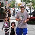Adam Sandler é pai de duas meninas de seu casamento com Jackie, Sadie e Sunny