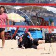 César Menotti se esforça jogando tênis de praia