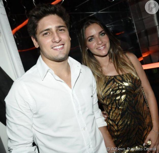 Monique Alfradique e Daniel Rocha vão a boate, em São Paulo, em 18 de dezembro de 2012