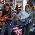 Richie Sambora e Bon Jovi. O guitarrista foi demitido da turnê da banda em abril deste ano, mas alegou 'problemas pessoais' ao anunciar o seu  afastamento