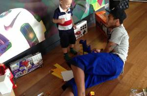 Davi Lucca, filho de Neymar, chega em Barcelona para ficar com o pai