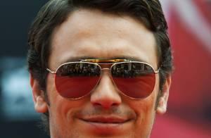 James Franco posta foto beijando homem após rumores sobre sua sexualidade
