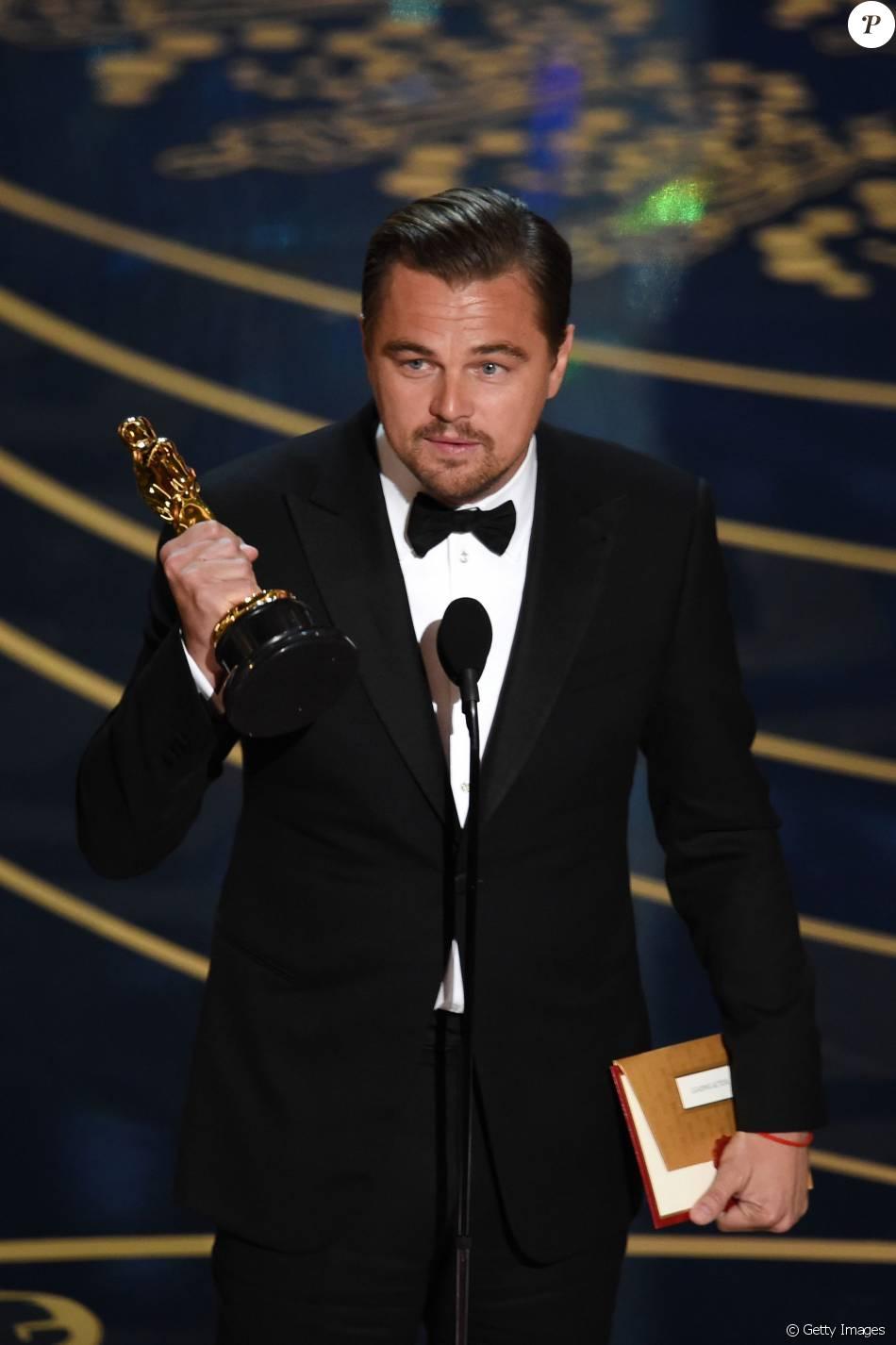 Leonardo DiCaprio fez discurso sobre o efeito estufa ao ganhar o seu primeiro Oscar, por 'O Regresso': 'É a maior ameaça que a nossa espécie está enfrentando'