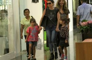 Giovanna Antonelli se diverte em passeio com as gêmeas, Sofia e Antônia. Fotos!