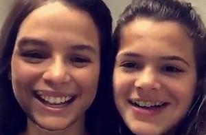 Bruna Marquezine se diverte ao trocar de rosto com a irmã: 'Parecidas'. Vídeo!