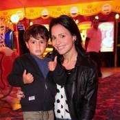 Juliana Knust coloca nariz de palhaço e sobe no picadeiro para divertir filho