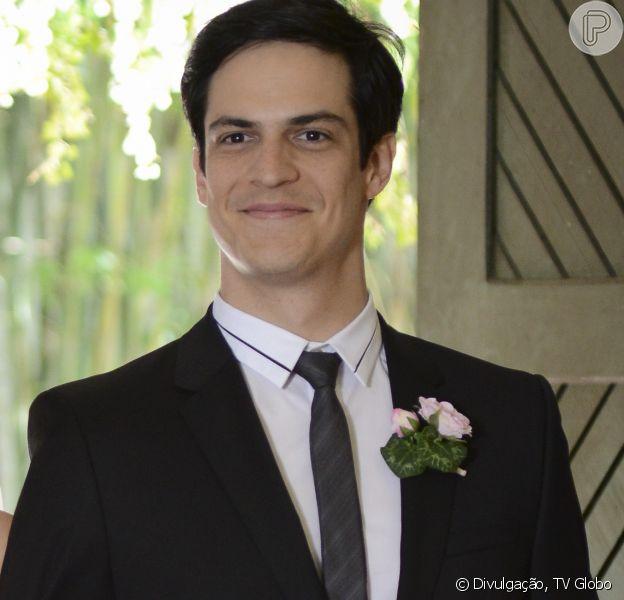 Félix (Mateus Solano) fica eufórico ao vencer a votação do conselho e conquistar a presidência do San Magno, em 'Amor à Vida', em outubro de 2013