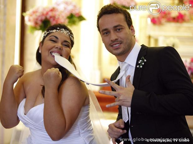 Perséfone (Fabiana Karla) se casa com Daniel (Rodrigo Andrade), depois de tentar perder a virgindade nove vezes, em 'Amor à Vida', em outubro de 2013