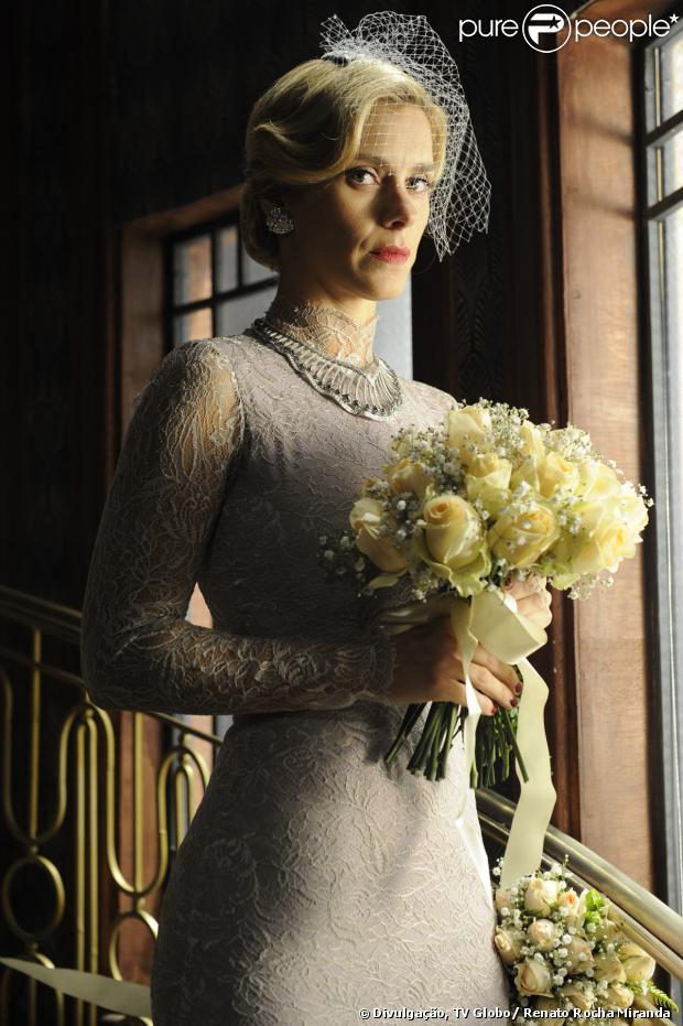 O vestido de noiva de Iolanda (Carolina Dieckmann) é inspirado na duquesa de Windsor, em 'Joia Rara'