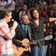 Victor e Léo cantaram com Alexandre Pires no programa 'Altas Horas'