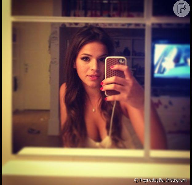 Bruna Marquezine publica foto antes de curtir formatura, no Rio de Janeiro, em 20 de dezembro de 2012