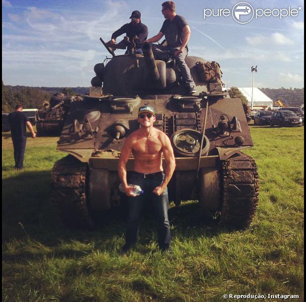 Scott Eastwood, filho do ator Clint Eastwood, exibe seus músculos na internet