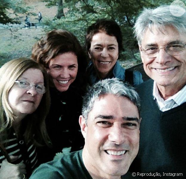 William Bonner com jornalistas da TV Globo durante viagem a Nova York