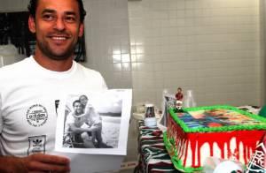 Fred faz aniversário e ganha bolo surpresa do Fluminense
