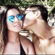 Micael Borges terminou o namoro com Sophia Abrahão há seis meses, e começou a namorar com a modelo Heloisy Oliveira dias depois, que está grávida de cinco meses de um menino, que será batizado de Zion