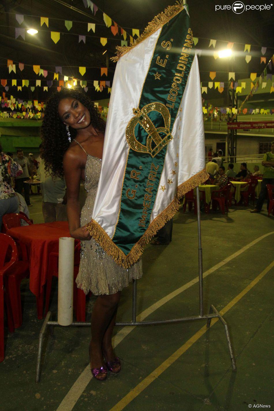 Criz Vianna desfilou pela Imperatriz no Carnaval de 2013