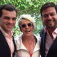 Ana Maria Braga ao lado dos noivos Sandro Barros e Bruno Astuto, colunista do programa 'Mais Você'