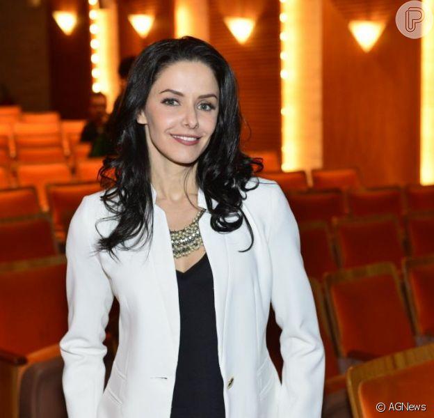 Silvia, a personagem de Bianca Rinaldi em 'Em Família', faz parte do núcleo que aborda o alcoolismo, uma das campanhas sociais de, próxima novela das nove da Globo que tem estreia prevista para fevereiro de 2014