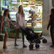 Recém-separada, Letícia Birkheuer passeia com a mãe e filho no Rio
