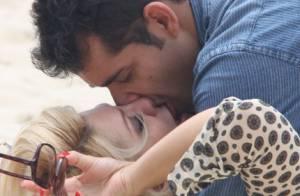 Antonia Fontenelle beija e abraça cantor em gravação de clipe em praia do RJ