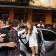 Sophia Abrahão foi recepcionada calorosamente pelos fãs ao chegar no local do evento