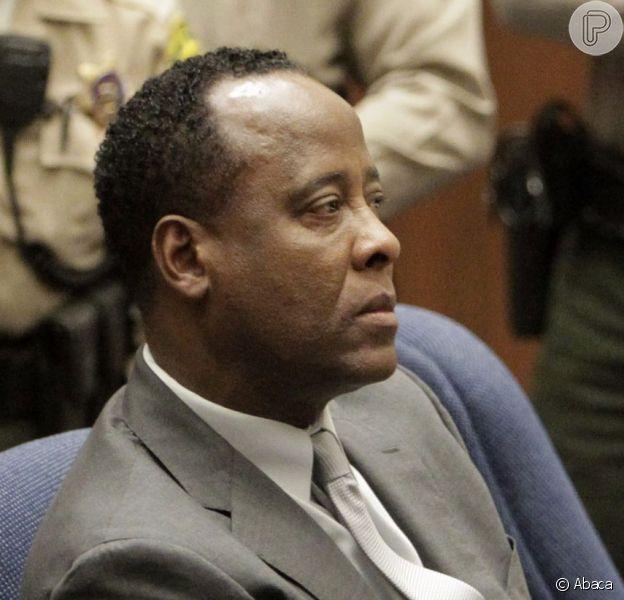 Conrad Murray quer voltar a atuar como médico após deixar prisão