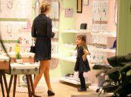 Grazi Massafera leva Sofia para domingo de compras em shopping no Rio