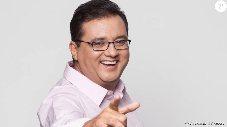 Geraldo Luís volta a apresentar o 'Domingo Show' neste final de semana, confirmou a assessoria de imprensa da TV Record ao Purepeople