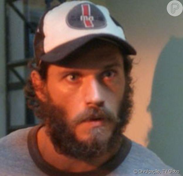 Na semana final da novela 'Totalmente Demais', Dino (Paulo Rocha) vai ser preso após esfaquear Jonatas (Felipe Simas)