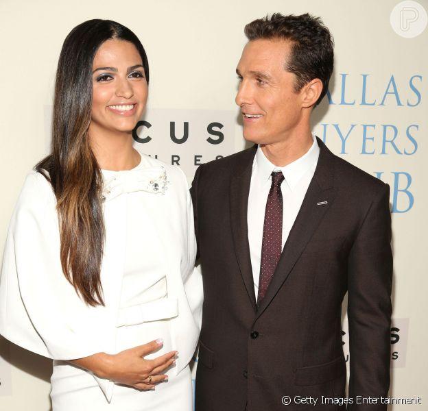 Camila Alves levantou suspeita de gravidez durante première do filme 'Dallas Buyers Club', na noite desta quinta-feira, 17 de outubro de 2013, após exibir barriga saliente