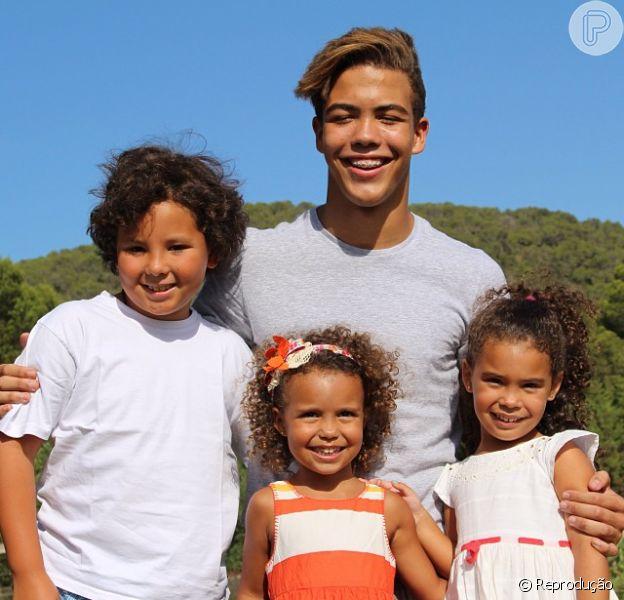 Ronaldo publica foto dos filhos e fica revoltado com os comentários maldosos, em 18 de outubro de 2013