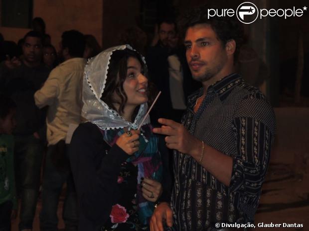 Cauã Reymond e Isis Valverde estão vivendo romance desde agosto, segundo conta fonte do Purepeople nesta sexta-feira, 18 de outubro de 2013
