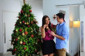 Sidney Sampaio e Carol Nakamura posam juntos em campanha de natal