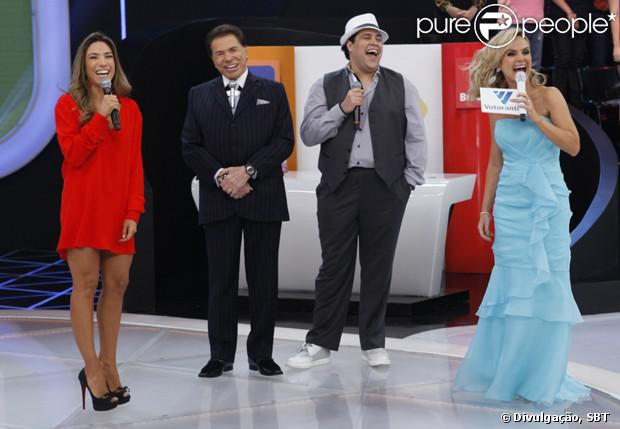 Tiago Abravanel encerra Teleton ao lado do avô, Silvio Santos, da tia Patrícia Abravanel e da apresentadora Eliana, em 26 de outubro de 2013