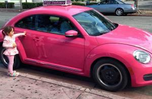 Ticiane Pinheiro mostra foto da filha, Rafaella Justus, encantada por carro rosa