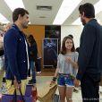 Na cena, que vai ao ar dia 7 de novembro, Ninho (Juliano Cazarré) leva Paulinha (Klara Castanho) ao salão para mudar o visual e ela adora a ideia