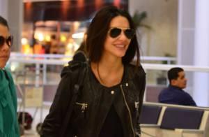 Cleo Pires e Leticia Spiller são flagradas em aeroporto, no Rio de Janeiro