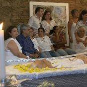 Caetano Veloso e Maria Bethânia velam o corpo da mãe, Dona Canô, na Bahia