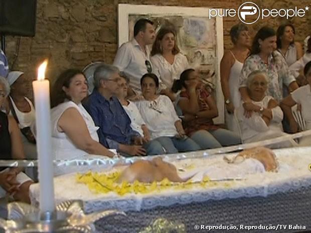 Caetano Veloso acompanha o velório da mãe, Dona Canô, na Bahia, em 25 de dezembro de 2012