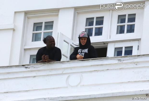 Justin Bieber chegou ao Rio de Janeiro na última sexta-feira (1) e se hospedou no Hotel Copacabana Palace. Segundo a revista 'Quem', no entanto, o astro teen foi expulso de lá na madrugada deste domingo, 3 de novembro de 2013
