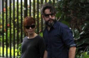 Murilo Benício e Débora Falabella passeiam de mãos dadas no Rio