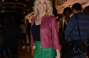 Leticia Spiller escolhe saia lápis de couro para ir ao Fashion Rio. Veja looks!