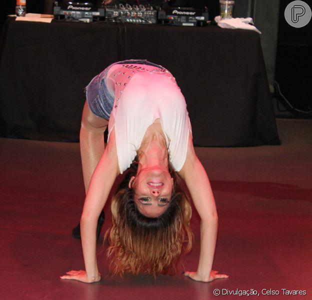 Wanessa mostra que tem elasticidade em show de São Paulo, em 8 de novembro de 2013