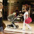 Guilhermina Guinle em passeio pelo shopping com a filha Mina, nesta segunda-feira, 18 de novembro de 2013