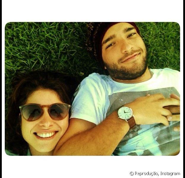 Humberto Carrão e Chandelly Braz posam juntos durante viagem à Argentina após rumores de crise no relacionamento, em 19 de novembro de 2013